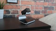 A NIght Stand - Charge your Iphone Wirelessly and use your Apple Watch as an alarmclock