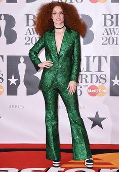 Jess Glyne no red carpet do Brit Awards 2016