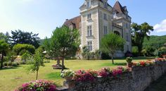 Castelo de Monrecour está localizado na região do Périgord Negro,  no coração do Vale do Dordonha, Aquitânia, França.  Fotografia: Come-se muito bem na região do Périgord Negro, no coração do Vale do Dordonha, Aquitânia, França. Fotografia: www.booking.com