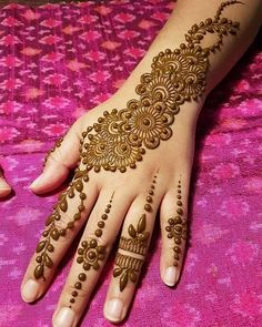 Latest Amazing Mehndi Designs For Parties Hello Guys! here you will see Latest Mehndi Designs with Amazing Patterns for your Hands and. Henna Hand Designs, Eid Mehndi Designs, Simple Mehndi Designs Fingers, Latest Arabic Mehndi Designs, Mehndi Designs For Girls, Mehndi Designs For Beginners, Mehndi Design Photos, Modern Mehndi Designs, Henna Tattoo Designs
