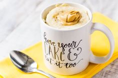 This Peanut Butter & Oatmeal Mug Cake is a simple and fast, sweet and salty fix for dessert or breakfast, it's ready in just 5 minutes! Yogurt Breakfast, Breakfast Food List, Oreo, Chocolate Hazelnut Cake, Banana Madura, Blackberry Cake, Mug Recipes, Recipies, Peanut Butter Oatmeal
