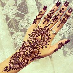 henna, tattoo, and hand imageの画像