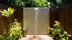 Refreshing Outdoor Shower Design Ideas - The Architecture Designs Outdoor Bathrooms, Open Air, Tropical Resort, Pool Area, Outdoor Decor, Shower Design, Outdoor Living, Water Features, Swimming Pools