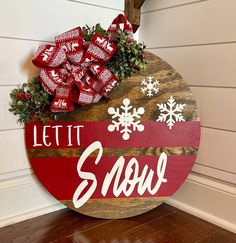 Christmas Wood, Christmas Projects, Christmas Wreaths, Winter Christmas, Christmas Door Hangers, Christmas Decorations, Holiday Crafts, Christmas Time, Fall Projects