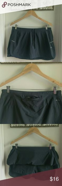 Nike Dri-Fit skort Great condition! Includes a back zipper pocket. And reflective details on the side. Nike Skirts