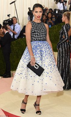 Stunnging: The 34-year-old'sGiambattista Valli dress featured a full skirt with pretty bl...