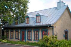 La maison Étienne-Latouche, construite en 1835 et allongée vers l'est en 1855. Photo fournie par l'APMAQ Assurance Habitation, Cute Cottage, Quebec City, French Decor, Architecture, Old Houses, My Dream Home, Live, Colonial