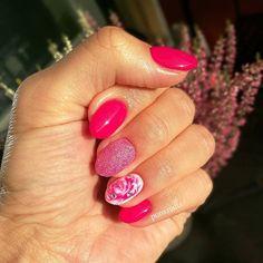 Pink variations ;) PROnail 544,555,521,578 #hybrydnails #hybryda #hybrydypronail #nailart #nailsoftheday #nails #nailartist #paznokcie #paznokciehybrydowe #pazurki #rednails #pinknails #piękne  #woman #polishgirl #finishgirl #hobby