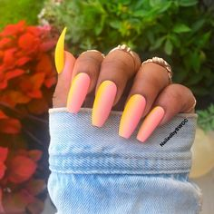 Semi-permanent varnish, false nails, patches: which manicure to choose? - My Nails Yellow Nails Design, Yellow Nail Art, Pink Yellow, Summer Acrylic Nails, Best Acrylic Nails, Summer Nails, Matte Nails, Sorbet, Milky Nails