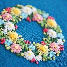 2017.2.10 . 小花のリース . . #刺繍#手刺繍#ステッチ#手芸#embroidery#handembroidery#stitching#needlework#자수#broderie#bordado#вишивка#stickerei#花の刺繍