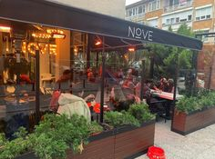 Eğer Bagel seviyorsanız mutlaka uğramanız gereken keyifli bir cafe! Istanbul, Outdoor Decor, Home Decor, Homemade Home Decor, Decoration Home, Interior Decorating