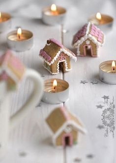 Little christmas houses, made of small cookies.