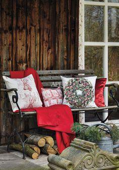einkuscheln auf der Veranda - gewebte und bedruckte Kissen Artikel 5153, 5155, 5162 und Topas von Apelt