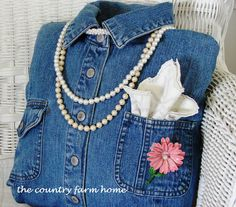 The Country Farm Home: So cool idea - make a Denim Shirt Pillow -  tutorial step by step - Bildanleitung