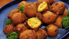 Long John Silvers Hush Puppies Ingredients:  .1/4 cup milk  1 egg  1/2 cup cornmeal  1/4 cup flour  1 teaspoon baking powder  1 teaspoon garlic salt  1 teaspoon onion powder  Directions: 1.Combine dry ingredients. 2.Add egg and milk. 3.Stir well. 4.Should be the consistency of bread batter. 5.If too thin add more corn meal or flour. 6.Drop by teaspoonful into hot grease. 7Cook until brown