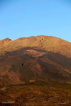 .Pico del teide (3718 m), , la plus haute montagne d'Espagne dans le parc national du Teide. Ile de Tenerife..Pico del teide (3718 m), the highest mountain in Spain.National park del Teide. Tenerife island
