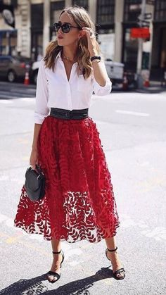 Red lace applique tulle midi skirt, classic white button down, ankle strap black sandals + studded waist belt H&M, Theory, creative office style Mode Outfits, Fashion Outfits, Fall Outfits, Fashion Trends, Workwear Fashion, Fashion Blogs, Lifestyle Fashion, Fashion Sale, Fashion Ideas
