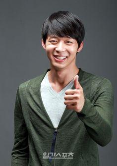 JYJ's Yoochun dedicates award to his late father at '2012 Seoul Drama Awards'