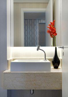 Um décor bonito e funcional. Veja: http://www.casadevalentina.com.br/projetos/detalhes/de-bem-com-o-bolso--608 #decor #decoracao #interior #design #casa #home #house #idea #ideia #detalhes #details #style #estilo #cozy #aconchego #conforto #casadevalentina #bathroom #banheiro #lavabo
