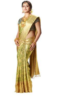 GOLD silk kanchipuram sari of South Indian Bride. Braid with fresh jasmine flowers. Indian Beauty Saree, Indian Sarees, Saris, Indian Dresses, Indian Outfits, South Indian Bride, Kerala Bride, Hindu Bride, Saree Models