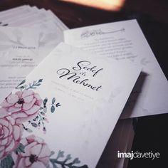 Einladungskarten mit Pastelfarbenen Blumen in Wasserfarben zur Hochzeit, beidseitiger Druck, beidseitig matt, inkl. Umschläge und Versandt. Wir personalisieren Ihre Einladungskarte individuell mit Ihrem Namen und Ihren Texten.