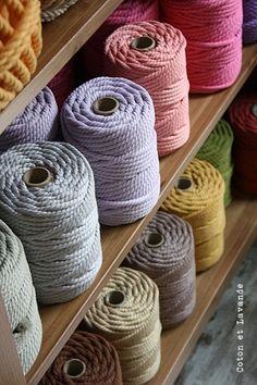 ovillos de cuerda de algodon .