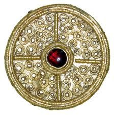 Pendant, C. Anglo Saxon Filigree Brooch, Tiny circles are made from solid gold no more than the width of a human hair. Medieval Jewelry, Viking Jewelry, Ancient Jewelry, Antique Jewelry, Wiccan Jewelry, Medieval World, Medieval Art, Historical Artifacts, Historical Photos