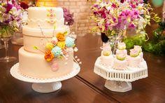 Bolo de casamento florido aposta no contraste suave das cores. De Erica Dollinger. Foto: Divulgação