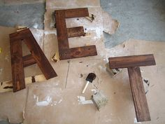"DIY ""EAT"" sign from pallets"