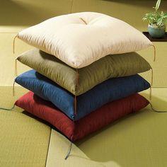 創業90年老舗布団メーカーの座布団。艶やかな色合いが美しい手作りの逸品。座椅子やソファーと合わせてもおしゃれに映える伝統を語り継ぐデザインは敷くだけで本格的な和風インテリアに。