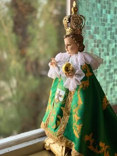 Infant Of Prague, Jesus Loves Us, Holy Family, Baby Jesus, Catholic, Pray, Faith, Christmas Ornaments, Holiday Decor