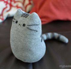 Learn how to make a super cute stuffed cat out of a sock, for more cool projects like this click the link in the bio #diy #crafts #fun #cute #diyideas #crafty #diyprojectsforteens #diyproject #craft #projects #teens #hi #swag #teenagers #creative #project #awesome #art #cat #pet