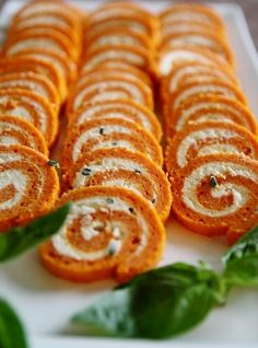 Rolled Tomato and Herbs - That& Amore! Vegan Recipes 4 Ingredients, Vegan Recipes Easy, Lunch Recipes, Italian Recipes, Appetizer Recipes, Cooking Recipes, Lunch Snacks, Clean Eating Snacks, Tapas