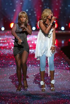 Singer Mary J. Blige (L) and rapper Eve perform onstage at the Victoria's Secret Fashion Show at the 69th Regiment Armory November 13, 2003 in New York City. The fashion show will air November 19, 2003 on CBS.