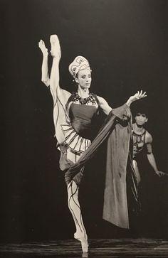 Sylvie Guillem and Carlos Acosta in Prodigal Son. #Ballet_beautie #sur_les_pointes * Ballet_beautie,