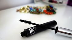 Lenghtening mascara with classic brush.