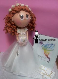 COMUNIÓN  (Mercedes Teruel) Foam Crafts, Arts And Crafts, Wedding Cake Toppers, Wedding Cakes, Communion, Projects To Try, Aurora Sleeping Beauty, Dolls, Christmas Ornaments