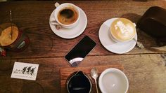 Black flat white filter menjadi satu. Oh dan gula... (buat Mbaknya)  Di kedai ini juga pakai semacam loyalty card gitu--dengan sistem 6/1: kumpulkan/beli 6 drinks - gratis satu. Mayan juga yes?  # #kopi #coffee #london #ldn #wheninlondon