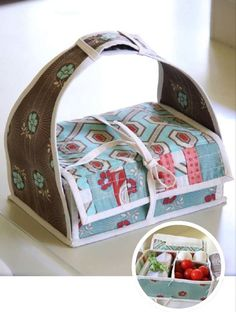 Sewing Bags For Women Tutorial and pattern for sewing a bento box. So unbelievably adorable! Makes me wish I could actually sew. =/ - I love this cute Bento box! Even better? There's a freebie pattern here. Sewing Hacks, Sewing Tutorials, Sewing Crafts, Sewing Projects, Diy Projects, Bag Tutorials, Tutorial Sewing, Box Patterns, Sewing Patterns