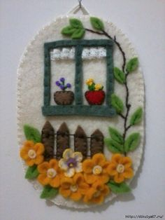 duvar süsleri – Keep up with the times. Felt Diy, Felt Crafts, Fabric Crafts, Felt Embroidery, Felt Applique, How To Make Ornaments, Felt Ornaments, Felt Pictures, Decoration Originale