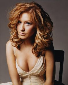 love christina aguilera's auburn hair... like that it looks red.. i wonder if i could pull it off hmmm