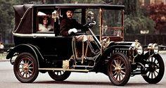 Fiat 18-24 HP, voiture routière de 1907  La Fiat 18-24 HP, photo d'époque, cette ancienne voiture fut produite de 1907 à 1908, cette Fiat 18-24 HP de 1907 mesure 1.74 mètres de large, 4.34 mètres de long, et a un empattement de 3.13 mètres.