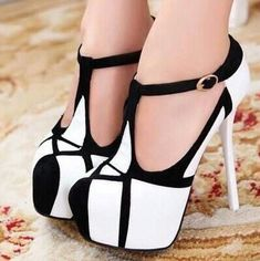 Gorgeous black heels .....are the ideal shoes you want!!!!
