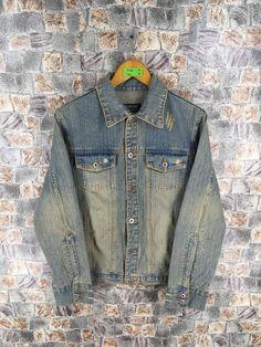 Levis Jeans Jacket, Denim Coat, Denim Jacket Men, Denim Jeans, Medium Fade, Fade Styles, Jacket Buttons, Blue Jean Jacket, Vintage Denim