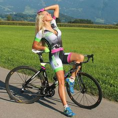 the sexy female cyclist, stylish cycling girls Women's Cycling, Cycling Wear, Cycling Girls, Cycling Outfit, Cycling Clothes, Cycling Equipment, Triathlon, Mountain Bike Shoes, Mountain Biking