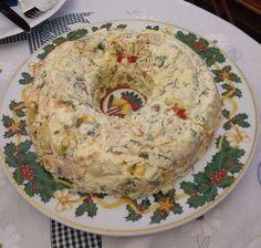 Πατατοσαλάτα γιορτινή σε φόρμα | Συνταγές - Sintayes.gr Bagel, Cauliflower, Salads, Bread, Vegetables, Food, Cauliflowers, Meal, Head Of Cauliflower