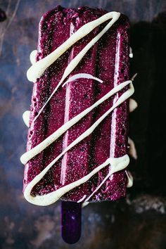 Blackberry and Blueberry Popsicles made with edible glitter and white chocolate - it'll make any goth happy. HAPPY GOTH POPS.