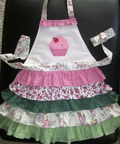 cupcake apron...my girls would live these.. may have to make some :)
