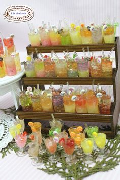 Miniature drinks 6pcs 1/6 scale (suitable for Blythe, Barbie, Bratz, Momoko, etc.) handmade for collectors. $22.99, via Etsy.
