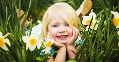 Children are as pure and innocent as Flowers in Nature. In this post you will see 15 beautiful pictures of cute children with flowers. Photoshoot Inspiration, Animated Gif, Cute Kids, Baby Kids, Beautiful Pictures, Animation, Pure Products, Children, Flowers